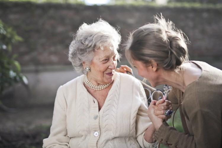 Vitalservit: el servicio líder de atención a personas mayores en Madrid