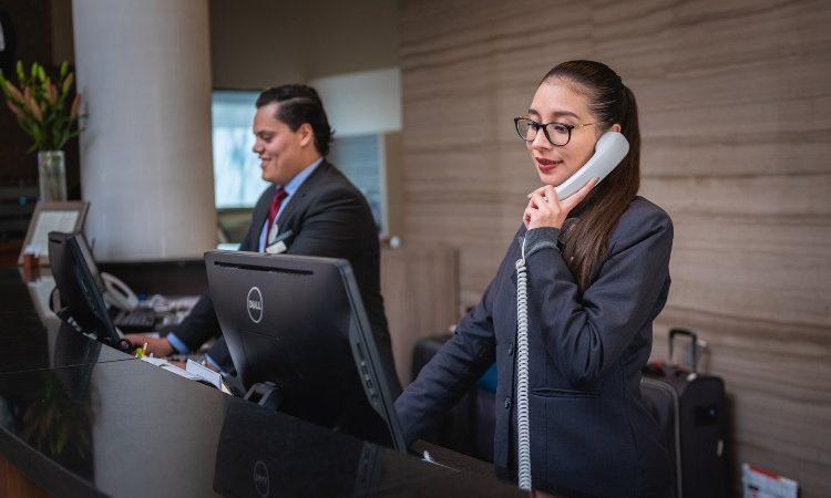6 motivos para trabajar como recepcionista de hotel