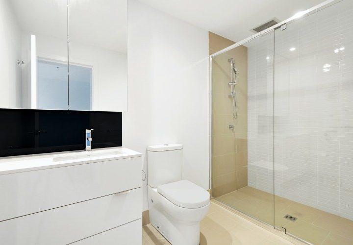 Ideas y soluciones para el hogar: puertas, platos de ducha y ¡hasta rodapiés antihumedad!